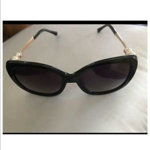 NWOT gorgeous Authentic Chanel sunglasses
